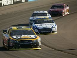 Ryan Newman not using up Kyle Larson at Phoenix. Just drivin'... Via AZCentral
